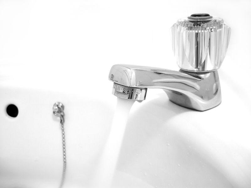 Conseil conomie d 39 eau chaude energie renouvelable - Combien d eau consomme une douche ...